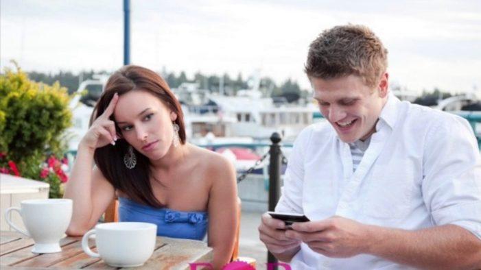 How Smart Phones Ruin Relationships